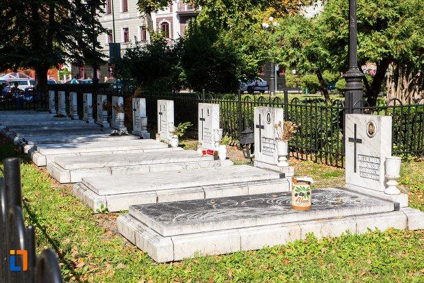 morminte-de-la-monumentul-eroilor-anticomunisti-din-brasov-judetul-brasov.jpg
