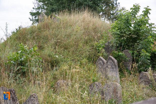 morminte-din-cimitirul-medieval-evreiesc-din-siret-judetul-suceava.jpg