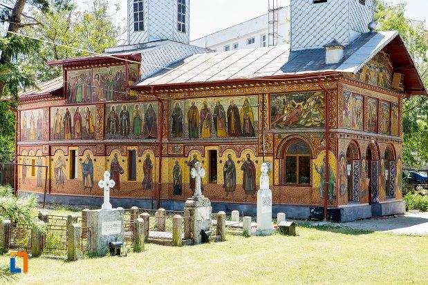 morminte-langa-biserica-izvorul-tamadurii-oborul-vechi-din-targoviste-judetul-dambovita.jpg