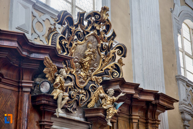 motiv-decorat-din-biserica-romana-catolica-sfanta-treime-din-cluj-napoca-judetul-cluj.jpg