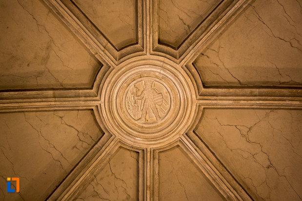 motiv-decorativ-pe-bolta-biserica-sfantul-mihail-din-cluj-napoca-judetul-cluj.jpg