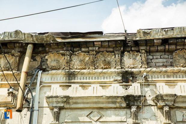 motive-decorative-casa-de-pe-str-dragaicii-nr5-din-ramnicu-sarat-judetul-buzau.jpg