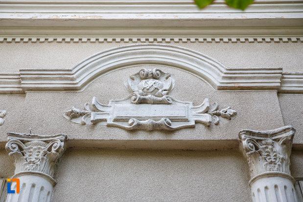 motive-decorative-de-la-casa-catalin-bortun-1889-din-alexandria-judetul-teleorman.jpg