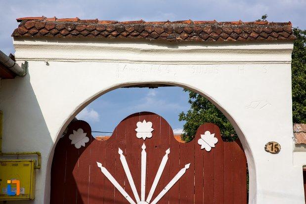 motive-decorative-de-la-casa-din-str-pietei-nr-75-din-ghimbav-judetul-brasov.jpg