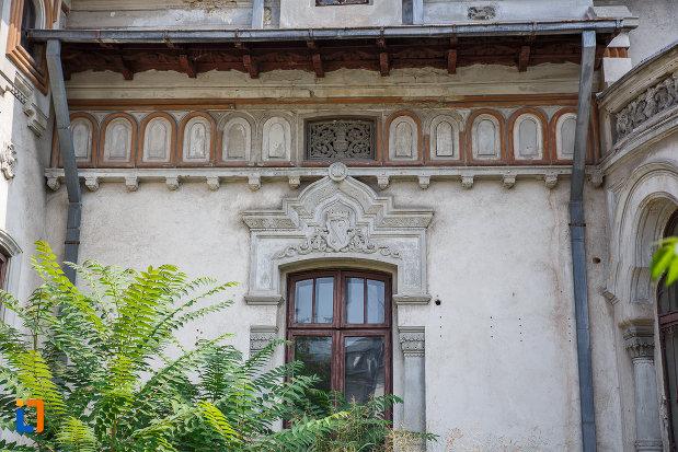 motive-decorative-de-la-casa-radu-stanian-ulterior-casa-n-constantinescu-bordeni-1850-din-ploiesti-judetul-prahova.jpg