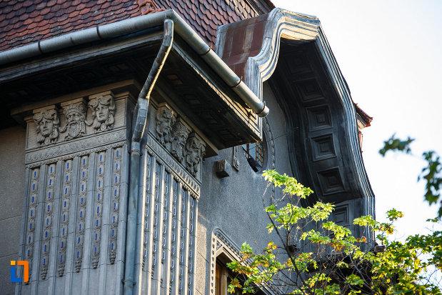 motive-decorative-de-la-palatul-dauerbach-din-timisoara-judetul-timis.jpg