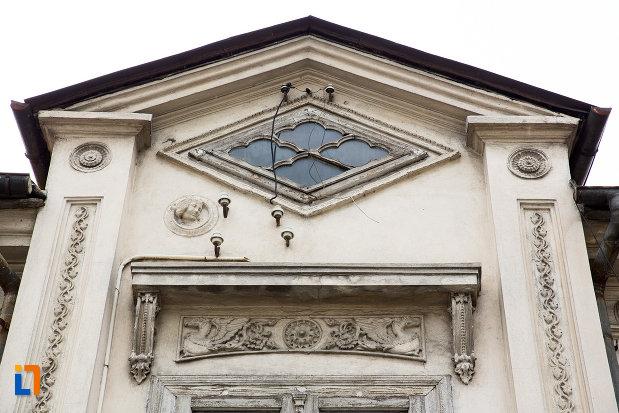 motive-decorative-de-pe-casa-rizeanu-din-campulung-muscel-judetul-arges.jpg