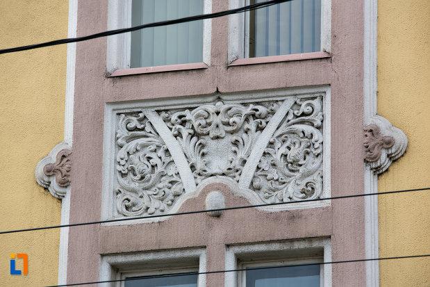 motive-decorative-de-pe-prefectura-orasului-cluj-napoca-judetul-cluj.jpg