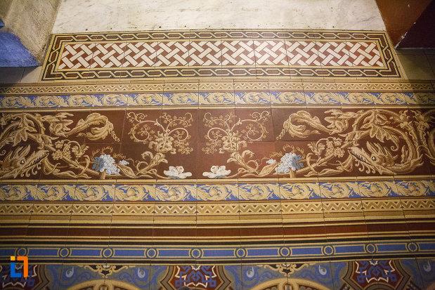 motive-decorative-din-castelul-cantacuzino-din-busteni-judetul-prahova.jpg