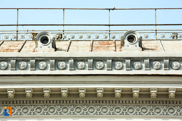 motive-ornamentale-de-pe-universitatea-din-craiova-fostul-palat-al-justitiei-judetul-dolj.jpg