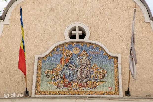 mozaic-de-pe-biserica-ortodoxa-sf-treime-din-oradea-judetul-bihor.jpg