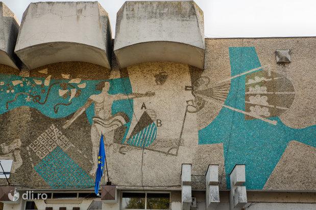 mozaic-de-pe-casa-de-cultura-a-sindictelor-din-oradea-judetul-bihor.jpg
