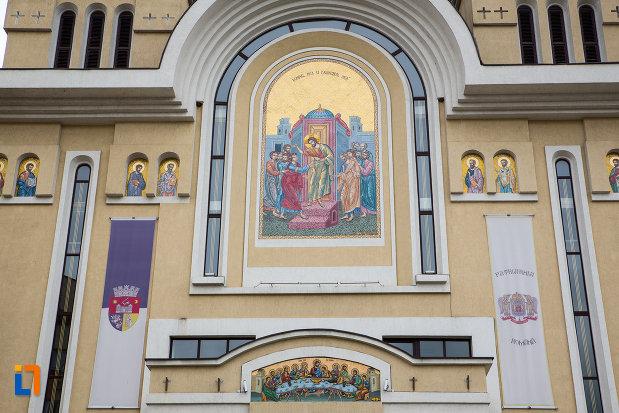 mozaic-de-pe-catedrala-invierea-domnului-si-sf-prooroc-ilie-tesviteanul-din-caransebes-judetul-caras-severin.jpg