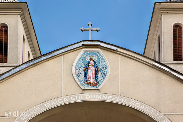 mozaic-la-intrare-in-biserica-greco-catolica-din-bixad-judetul-satu-mare.jpg