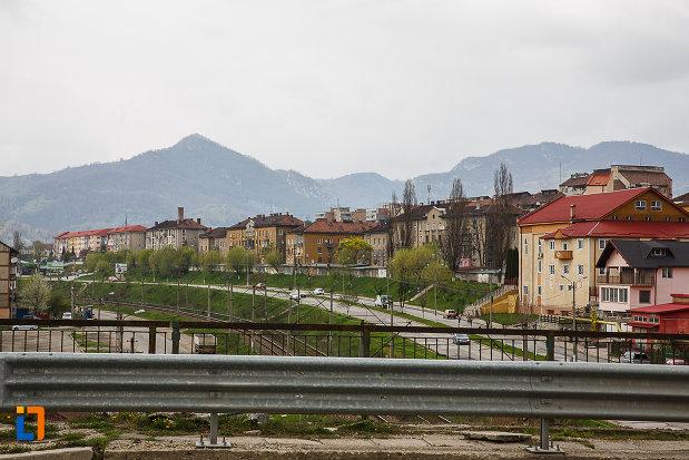 muntii-vazuti-din-orasul-petrosani-judetul-hunedoara.jpg
