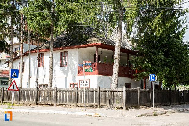 muzeu-de-etnografie-si-folclor-din-pucioasa-judetul-dambovita.jpg