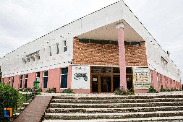 muzeul-agriculturii-din-slobozia-judetul-ialomita.jpg