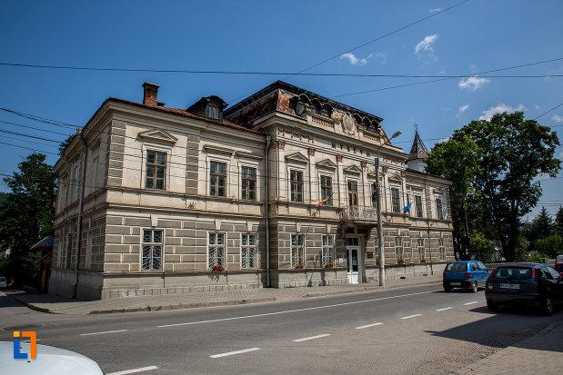 muzeul-arta-lemnului-din-campulung-moldovenesc-judetul-suceava.jpg