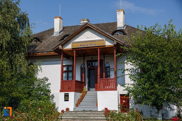 muzeul-de-arta-religioasa-scoala-de-misionare-regina-maria-din-valenii-de-munte-judetul-prahova.jpg