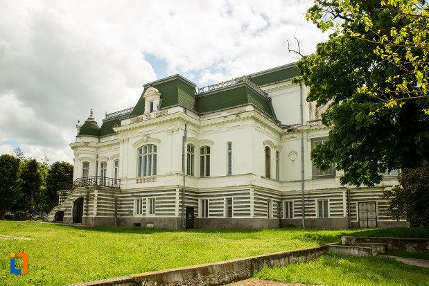muzeul-de-arta-si-arta-populara-palatul-marincu-din-calafat-judetul-dolj.jpg