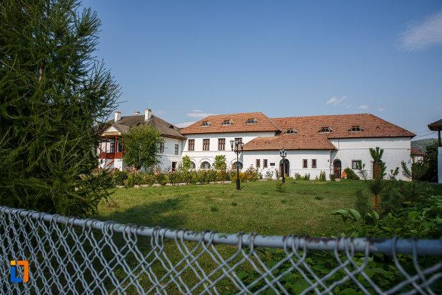muzeul-de-etnografie-al-vaii-teleajenului-din-valenii-de-munte-judetul-prahova.jpg
