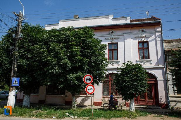 muzeul-de-etnografie-si-arta-populara-din-ciacova-judetul-timis.jpg