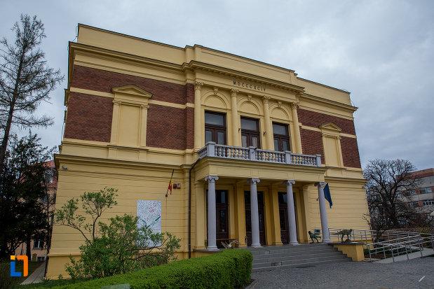 muzeul-de-istorie-naturala-din-sibiu-judetul-sibiu.jpg