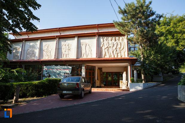 muzeul-de-istorie-si-arheologie-din-tulcea-judetul-tulcea.jpg