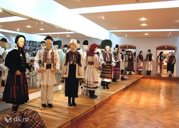 muzeul-etnografic-al-transilvaniei.jpg