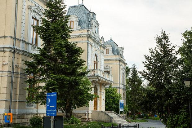 muzeul-judeean-olt-din-slatina-vazut-din-lateral.jpg