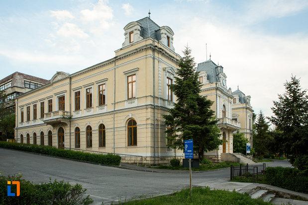 muzeul-judeean-olt-din-slatina.jpg