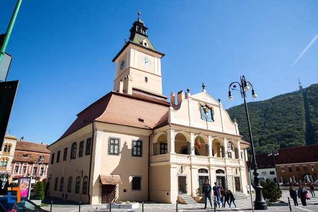 muzeul-judetean-de-istoria-din-brasov-judetul-brasov-vazut-din-spate.jpg