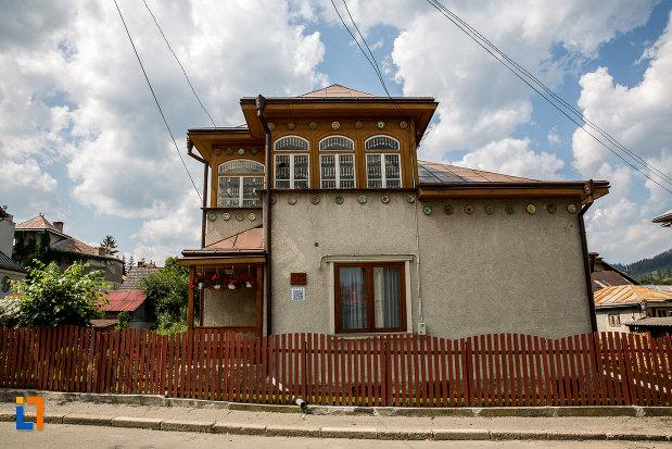 muzeul-lingurilor-ion-tugui-din-campulung-moldovenesc-judetul-suceava.jpg