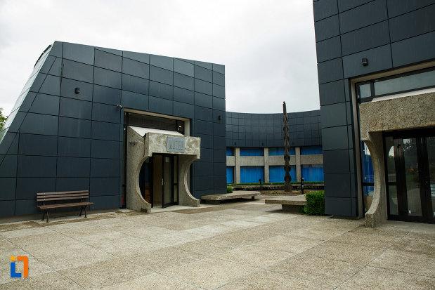 muzeul-luptelor-mausoleul-eroilor-din-1916-1919-de-la-marasesti-judetul-vrancea.jpg