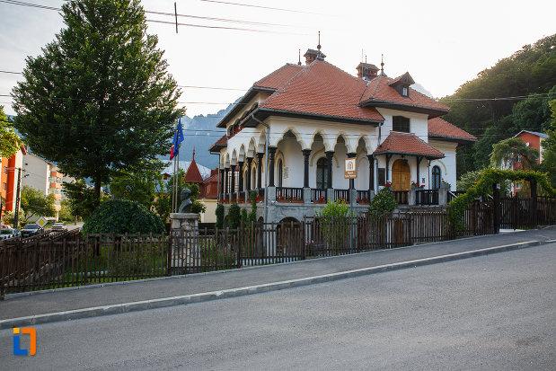 muzeul-memorial-cezar-petrescu-din-busteni-judetul-prahova.jpg
