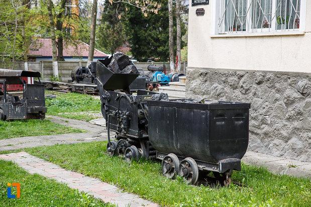 muzeul-mineritului-din-petrosani-vagon-folosit-in-mina.jpg
