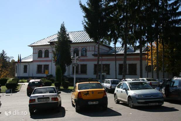 muzeul-municipal-curtea-de-arges.jpg
