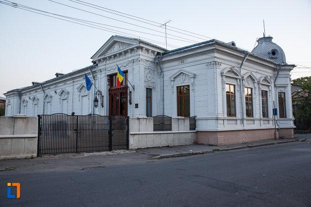 muzeul-national-al-petrolului-din-ploiesti-judetul-prahova.jpg