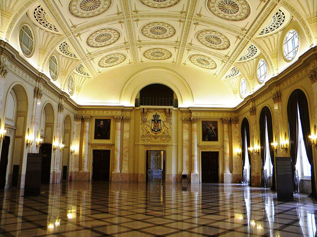muzeul-national-de-arta-al-romaniei.jpg interior1