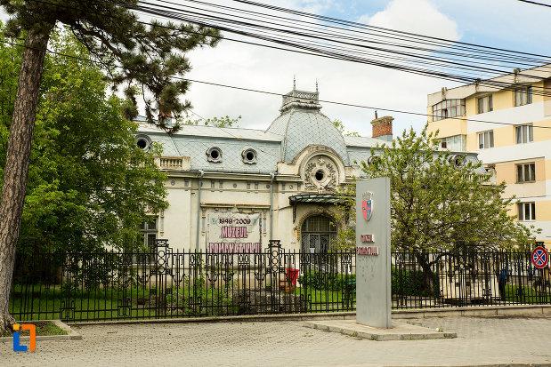 muzeul-romanatiului-din-caracal-judetul-olt.jpg