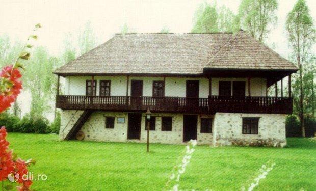 muzeul-satului-valcean.jpg
