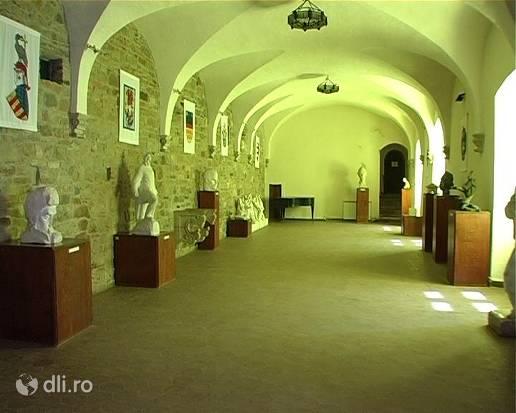 muzeul-tarii-fagarasului-interior.jpg
