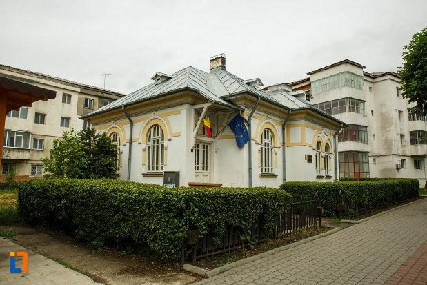 muzeul-vrancei-casa-stefanescu-din-focsani-judetul-vrancea-fotografiat-din-lateral.jpg