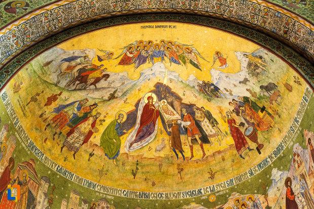 nasterea-domnului-catedrala-ortodoxa-sf-gheorghe-din-tecuci-judetul-galati.jpg