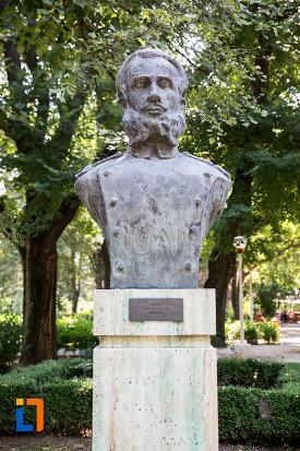 nicolae-lascar-bogdan-aleea-eroilor-1877-1878-23-de-busturi-si-o-placa-comemorativa-din-giurgiu.jpg