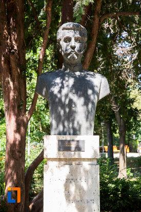 nicolae-radovici-aleea-eroilor-1877-1878-23-de-busturi-si-o-placa-comemorativa-din-giurgiu.jpg