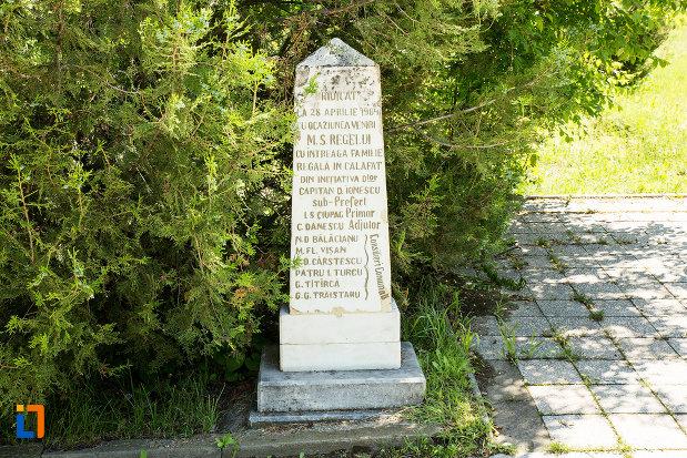 obelisc-langa-monumentul-in-amintirea-bombardarii-widinului-din-calafat-judetul-dolj.jpg