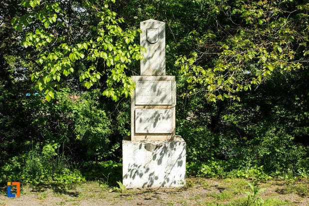 obeliscul-din-calafat-judetul-dolj.jpg