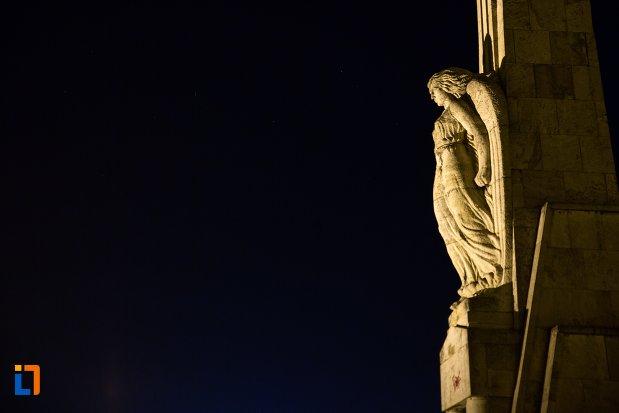 obeliscul-lui-horea-closca-si-crisan-din-alba-iulia-judetul-alba-noaptea.jpg