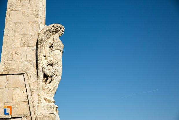 obeliscul-lui-horea-closca-si-crisan-din-alba-iulia-judetul-alba-vazut-din-lateral.jpg